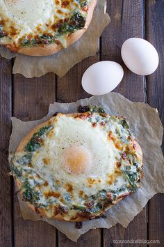 Creamed Spinach and Egg Pizza : good meatless meal idea. Try on pitas.