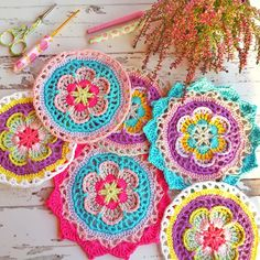 Crochet Circles, Crochet Mandala, Crochet Doilies, Crochet Flowers, Craft Markets, Crochet Projects, Crochet Ideas, Crochet Earrings, Outdoor Blanket