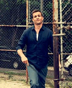 Gabriel Macht Hitting baseball's in a button up 😍😍 Suits Tv Series, Suits Tv Shows, Specter Suits, Harvey Specter, Suits Usa, Mens Suits, Donna Harvey, Suits You Sir, Suits Harvey