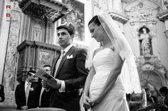 Wedding in como lake villa corte del lago Lake Villa, Lake Como Wedding, Bride Veil, Wedding Couples, Black And White Photography, Empire, Wedding Photography, Italy, Couple Photos