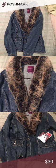 NWT Denim Jacket, Large Gloria Vanderbilt, NWT, denim jacket with removable (button) faux fur collar. Large. Slightly body hugging design. Pet and smoke free home. Gloria Vanderbilt Jackets & Coats Jean Jackets