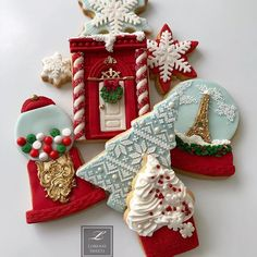 Lorena Rodríguez. Christmas cookies. Candy shop Christmas cookies #candyshop #candyshopcookies #redandwhitecookies #lorenarodriguez #lorenassweets #lorenarodriguezsaenz #fondant #fondantcookies #decoratedcookies #christmascookies #whitechristmas #whitechristmascookies #snowflakes #garlandcookies #christmastreecookies #gingermancookies #candycanecookies #candycane