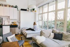 Our Best Advice for Hosting Guests in Your Living Room