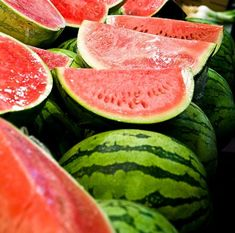 August 3 is Watermelon Day! See tips on how to pick watermelons—and juicy watermelon recipes. Watermelon Vines, Watermelon Basket, Watermelon Pickles, How To Grow Watermelon, Green Watermelon, Watermelon Recipes, Eating Watermelon, Growing Melons, Healthy Foods