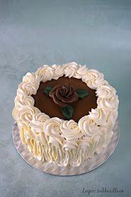 Leipoo sukkasillaan: Mustaherukkainen ja mustikkainen kinuskikakku Agar, Birthday Cake, Cupcakes, Baking, Desserts, Food, Tailgate Desserts, Cupcake Cakes, Deserts