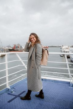 a slow and sustainable trip to Amsterdam - Jessica Rose Williams Chic Outfits, Winter Outfits, Rose Williams, Jessica Rose, Simple Style, My Style, Look Street Style, Beautiful Streets, Classic Looks
