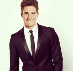 Perfect hair. Perfect face. Perfect suit & tie. James Maslow ♥