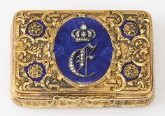 Antique Boxes, Antique Decor, Antique Clocks, Royal Diamond, Diamond Crown, Cigarette Box, Bottle Box, Gold Box, Vintage Box