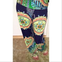"Medium Multicolored Printed Loose-Fitting Pants ☾ Brand  |  Gamiss ☾ Size  |  Medium ☾ Color  |  Multicolored ☾ Condition  |  Very good, worn once, no flaws ☾ Material  |  100% Polyester ☾ Features  |  Elastic waistband, stretchy  → Measurements      • Waist is 27"" - elastic      • Rise is 10""      • Inseam is 27.5""      • Length is 36.5""  ✔ 1 to 2 day shipping ✔ Smoke free home ✖ No reserves ✖ No trades Pants"