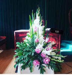 Large Flower Arrangements, Large Flowers, Table Decorations, Plants, Home Decor, Funeral Flower Arrangements, Flowers, Art, Decoration Home