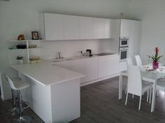 Cucina moderna con penisola lube cucine pinterest industrial style kitchen kitchens and - Schienale cucina vetro ...