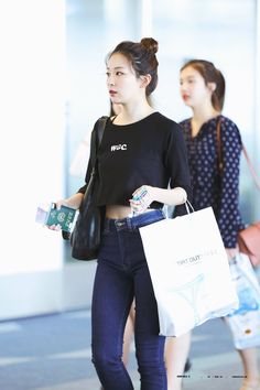 seulgi fashion, seulgi airport fashion, seulgi airport 2016, red velvet seulgi 2016, seulgi outfits, kpop idol airport fashion, seulgi dance, seulgi fashion info, 슬기 사복, 슬기 공항패션
