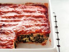 Découvrez la recette Lasagnes à la ricotta, aux épinards et au mascarpone sur cuisineactuelle.fr.