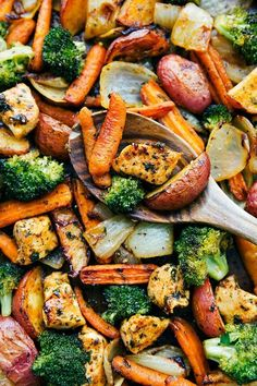 Deliciously seasoned and healthy ONE PAN dinner -- garlic parmesan chicken and veggies (Healthy Meal Prep Option! Deliciously seasoned and healthy ONE PAN dinner -- garlic parmesan chicken and veggies (Healthy Meal Prep Option! Good Healthy Recipes, Easy Healthy Dinners, Healthy Meal Prep, Healthy Chicken Recipes, Quick Easy Meals, Vegetable Recipes, Healthy Eating, Cooking Recipes, Dinner Healthy