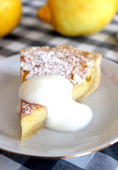 Wicked sweet kitchen: Raikas sitruunapiirakka jogurttikastikkeella - Lemon pie with yoghurt No Bake Desserts, Dessert Recipes, Ice Cream Pies, Something Sweet, Cake Cookies, No Bake Cake, Food Inspiration, Baking Recipes, Sweet Treats