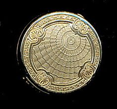 1950s Majestic Goldtone Round Compact - Excellent. Click on the image for more information.