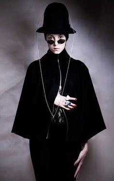 Pseudonoma #fashion #Marla #Singer #bw