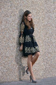 Fashion blogger with black dress from Almatrichi. UN DÍA CUALQUIERA