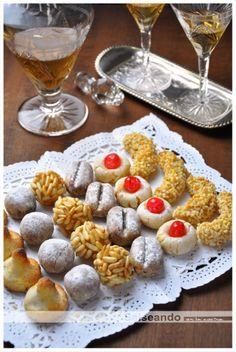 Salseando en la cocina: Panellets y Castanyada, tradición y costumbres. dos buenas recetas de panellets (ingrediente básico: almendra) Deliciosos.