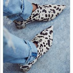 Free people Justine white leopard pony hair boot Gorgeous pointed booties! 298 plus tax so around 330$ originally. Sold out and very rare, size 39 Free People Shoes Ankle Boots & Booties