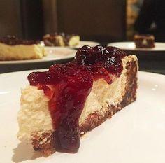 Temos a alegria de anunciar que a receita vencedora foi a do Cheesecake! Vejam abaixo como se faz ...