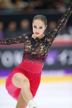 【フィギュアスケート】アリーナ・ザギトワ かわいい画像まとめ - NAVER まとめ Alina Zagitova, Ice Skating Dresses, Roller Skating, Figure Skating, Training Tips, Skate, Athlete, Ballet Skirt, Gowns