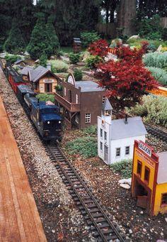 Miniature railroad garden by classicnursery.com
