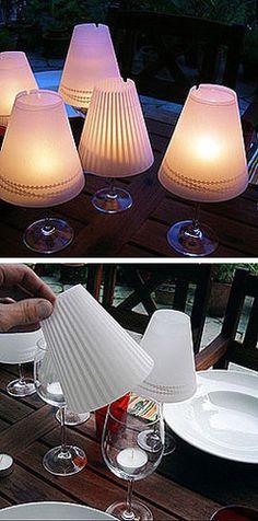 les petites lampes de table avec du papier translucide. Joli !!!