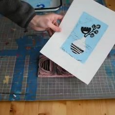 print making printmaking Video process showing how to print a block print with multiple layers Lino Art, Woodcut Art, Linocut Prints, Linoleum Block Printing, Fabric Stamping, Handmade Stamps, Linoprint, Stamp Printing, Tampons