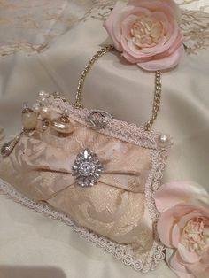 Modern Handbag Cushion Gold & Ivory Damask by PillowsandPastimes Vintage Bags, Vintage Handbags, Victorian Crafts, Victorian Christmas, Gold Cushions, Pin Cushions, Textiles, Clutch, Pink Love