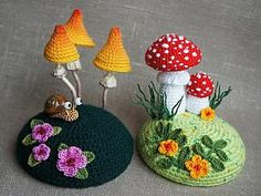 FREE CROCHET PATTERN - Snail, Mushrooms and Flowers for the Fairy House Tea Cozy I pinned earlier. Not in English. Photo Tutorial. Use browser translator (somewhat helpful). Has large snail too.