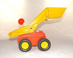 Fisher Price #300 1975 Scoop Truck Vintage Toy Fisher Price Toys, Vintage Fisher Price, 60s Toys, Toy Boxes, Little People, Retro, Old And New, Vintage Toys, Kids Room