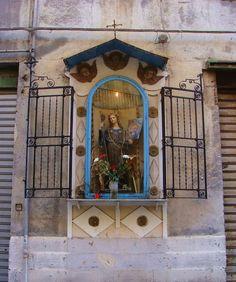 Palermo edicola votiva dedicata a Santa Rosalia   Via Venezia