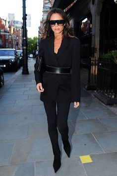 """Victoria Beckham in Saint Laurent's """"Le Smoking"""" tuxedo, with pointy-toe boots, a pair of Céline sunglasses, and a chain-link handbag. Moda Victoria Beckham, Style Victoria Beckham, Victoria Beckham Outfits, Victoria Beckham Sunglasses, Classy Winter Outfits, Chic Outfits, Spice Girls, Beautiful Maternity Dresses, Looks Black"""
