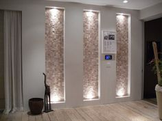 Gallery of wall niche ideas including living room, bedroom, kitchen & bathroom designs. See recessed wall niche pictures for interior design inspiration. Décor Niche, Niche Decor, Wall Decor, Niche Design, Wall Design, House Design, Design Design, Modern Design, Design Ideas