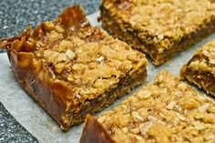 Oatmeal Caramel Chocolate Chip Cookie Bars à la Martha Stewart. So good and easy to make, your friends might think you're Martha Stewart! YUM!!