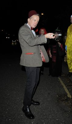Pin for Later: Holt euch bei den Stars Inspiration für euer Halloween-Kostüm Frank Skinner als Doctor Who