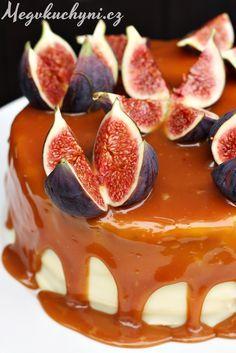 Čokoládový dort s fíky, bílou čokoládou a karamelem   Chocolate cake with figs, white chocolate and caramel