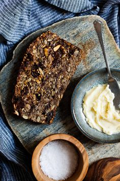 Delicious Cinnamon Raisin Seed and Nut loaf - crunchy, tasty and oh so good when warmed with butter. Gluten Free Baking, Vegan Gluten Free, Gluten Free Seed Bread Recipe, Nut Loaf, Bread Recipes, Cooking Recipes, Bojon Gourmet, Naan, Raisin