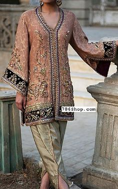 Buy Pakistani Designer Party Dresses online shopping from our collection of Indian Pakistani fancy Party wear fashion suits for USA, UK, Canada, Australia. Simple Pakistani Dresses, Pakistani Fashion Casual, Pakistani Dress Design, Pakistani Outfits, Pakistani Dresses Online Shopping, Online Dress Shopping, Designer Party Wear Dresses, Indian Designer Outfits, Dress Indian Style
