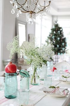 pomegranates, babies breath and red and white linens. So simple and stunning. From Dreamy Whites.