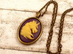 Halskette mit Einhorn Kamee in lila creme bronze von Schmucktruhe
