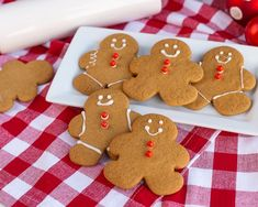 These gingerbread man cookies aren't just for decorating, they are addictively delicious! The perfect gingerbread man to decorate and eat! Best Gingerbread Cookie Recipe, How To Make Gingerbread, Soft Gingerbread Cookies, Gingerbread Latte, Gingerbread Pancakes, Christmas Cookies, Ginger Molasses Cookies, Ginger Bread Cookies Recipe, Ginger Snap Cookies
