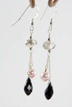 Earrings Dangle llove these earings. whats notto love with crystal Stone Jewelry, Wire Jewelry, Jewelry Gifts, Beaded Jewelry, Handmade Jewelry, Earrings Handmade, Jewellery, Chain Earrings, Bead Earrings