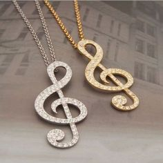 ED38-Large-Crystal-Silver-amp-Gold-Musical-Note-Sweater-Necklace
