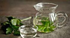 Chá de Salsinha Emagrece até 5 kg por Mês 5 ramos de Salsinha 1 litro de Água   Coloque a Salsinha e a Água na panela.  Quando começar a ferver, espere 5 minutos e desligue o fogo. Retire a Salsinha da panela e o chá está pronto.   Senhora Inspiração! Blog