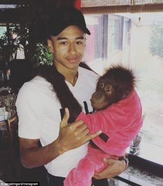 Lingard cracks a smile as he holds an Orangutan, which was wearing a pink tracksuit, on a trip to Dubai Football Is Life, Football Stuff, Dele Alli, Jesse Lingard, Marcus Rashford, Sporting, Dubai Travel, Meeting New Friends, European Football
