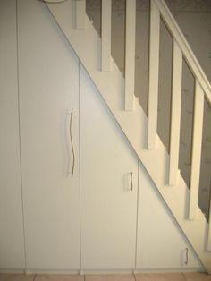 Placard sous escalier en mélamine