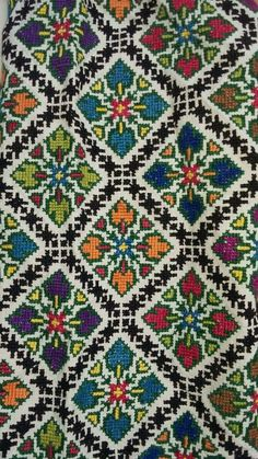 This Pin was discovered by Oks Embroidery Patterns Free, Diy Embroidery, Beading Patterns, Cross Stitch Embroidery, Cross Stitch Designs, Cross Stitch Patterns, Palestinian Embroidery, Cross Stitch Flowers, Knit Or Crochet