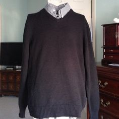 Men's Black v-neck sweater Men's Black v-neck sweater from old navy.  Size XL and pre loved maybe twice.  Looks great and so soft. Old Navy Sweaters V-Necks